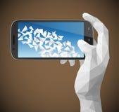 Triangulär hand som rymmer Smartphone Arkivbilder