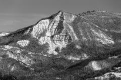 Triangulärt berg i val Parma, Italien Arkivbilder