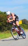 Riciclaggio professionale del triathlete di Ironman Immagine Stock