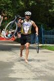 Triathlete na raça de ciclagem Fotos de Stock Royalty Free