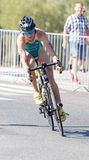 Triathlete Natalie Van Coevorden ανακύκλωση Στοκ εικόνα με δικαίωμα ελεύθερης χρήσης