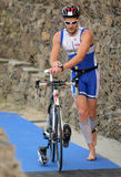 Triathlete sur la zone de passage Image libre de droits