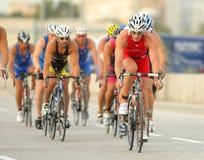 Triathletes en acontecimiento de la bici Fotos de archivo