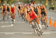 Triathletes en acontecimiento de la bici Imagenes de archivo