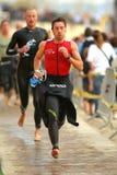 Triathletes op overgangsstreek Stock Foto's
