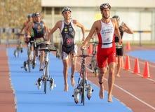 Triathletes op overgangsstreek Stock Foto
