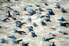 Triathletes sull'inizio Immagini Stock