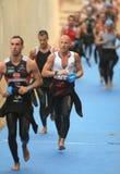 Triathletes sulla zona di transizione Fotografia Stock