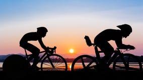 Triathlon au temps de soirée de plage Images stock