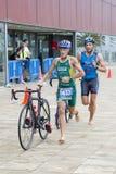 Triathlon Barcelona - completando un ciclo Imágenes de archivo libres de regalías