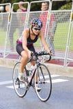 Triathlon Barcelona - completando un ciclo Imagenes de archivo