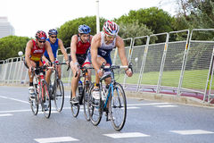 Triathlon Barcelona - radfahrend Stockbilder