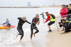 Triathlon Barcelona - Schwimmen Stockfotografie