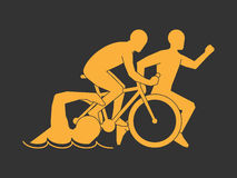 Triathlon de symbole d'or Club moderne de triathlon de logo de vecteur Image libre de droits