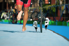 Triathlon la zone de transition Images stock