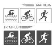 Triathlon piano di logo su un fondo bianco Immagine Stock