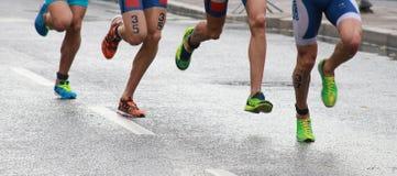 Triathlonfüße und -beine Stockbild