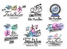 Triatlonembleem Sportenembleem met elementen van kalligrafie Het embleem van de fietsmarathon Stock Foto