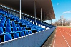 Tribüne des Stadions mit dunkelblauem Lizenzfreie Stockfotografie