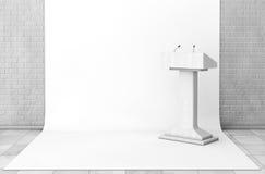 Tribüne-Podiums-Stand mit Mikrophonen im Studio-Raum 3d übertragen Stockbild
