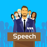 Tribüne-Sprache-Geschäftsmann Politic mit Team Stockbild