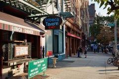Tribeca-Bezirksbürgersteig mit Leuten in New York Lizenzfreie Stockfotografie