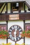 TRIBERG, DEUTSCHLAND - 21. AUGUST 2017: Größte Kuckucksuhr im W Lizenzfreie Stockfotografie