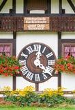 TRIBERG NIEMCY, SIERPIEŃ, - 21 2017: Duży kukułka zegar w W Obraz Royalty Free