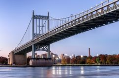 Triborough-Brücke nachts, New York USA stockbilder
