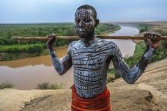 Tribu de Karo en el valle de Omo, Etiopía foto de archivo libre de regalías