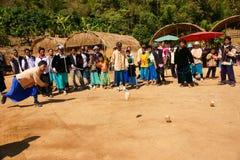 Tribu de la colina de Lisu que juega la tapa foto de archivo libre de regalías