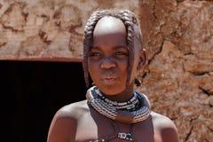 Tribu non identifiée de Himba d'enfant en Namibie Image stock