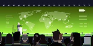 Tribuna árabe de Leading Presentation From del hombre o del político de negocios del concepto de la reunión de la Conferencia Int Foto de archivo