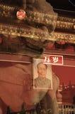 Tribuna de Tian'anmen e leão dobro-exposured da pedra foto de stock