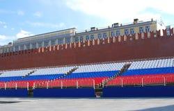 Tribuna del día de fiesta en la Plaza Roja en Moscú Foto de archivo