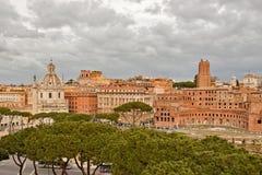 Tribuna del Trajan e colonna del Trajan a Roma Fotografia Stock