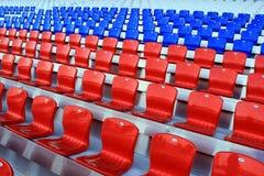 Tribuna do estádio, cadeiras vazias Fotos de Stock Royalty Free