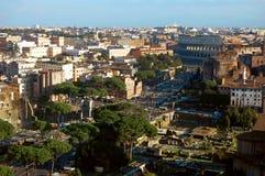 Tribuna romana e Colosseum fotografia stock libera da diritti