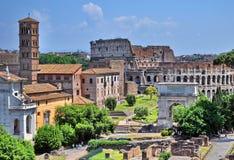 Tribuna romana e Colosseum Fotografie Stock