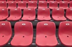 Tribuna rossa dello stadio Immagine Stock