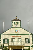 Tribunal en cielo gris pizarra imagen de archivo libre de regalías