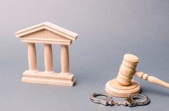Tribunal y esposas El concepto de la corte Veredictos en causas penales justicia El sistema judicial Poder legal imágenes de archivo libres de regalías
