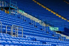 Tribunas do estádio na cor azul Imagem de Stock