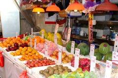 Tribune des fruits frais, Chine Photos stock