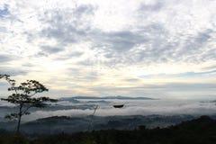 tribune omhoog boven de wolken Royalty-vrije Stock Afbeelding