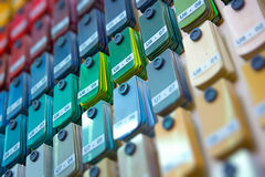 Tribune van verfsteekproeven die kleur kiezen Stock Fotografie