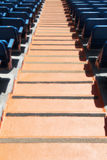 Tribunes van een stadion, met zetels en treden Stock Fotografie