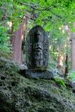 Tribunes van het steen de godsdienstige standbeeld op een heuvel royalty-vrije stock afbeelding