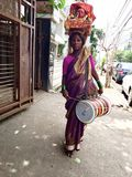 Tribus nómadas únicas de la India - la tribu y la Uno mismo-flagelación (Kadak Laxmi) de la Potraj-adoración Fotografía de archivo libre de regalías