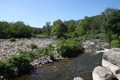 Tributaire de rivière de l'Ardeche dans les sud des Frances Images stock